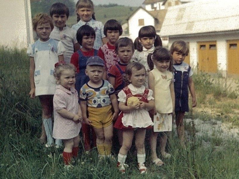 melania trump early childhood